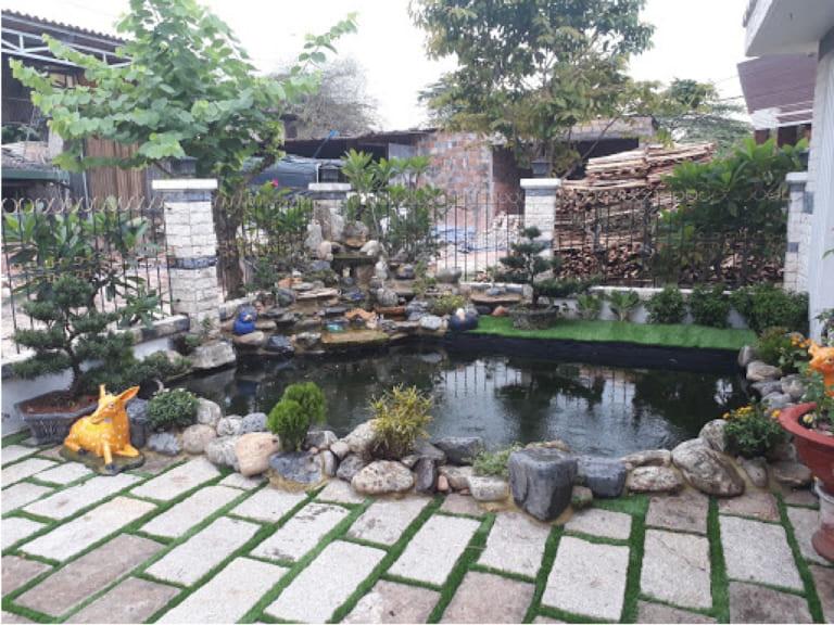 Sân vườn Hồ cá Koi (Diện tích: 15m2, Chi phí: 100.000.000 VNĐ)